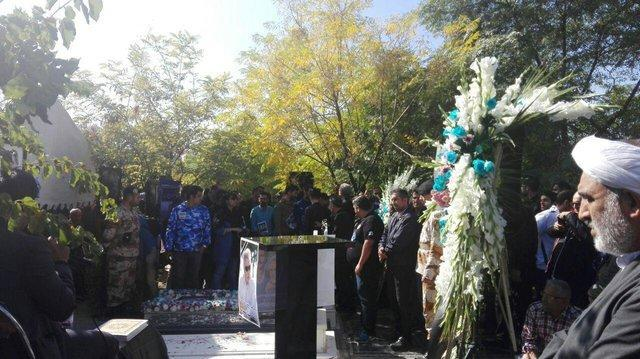 مراسم دومین سالگرد درگذشت منصور پورحیدری برگزار گردید، درگیری در بین طرفداران استقلال